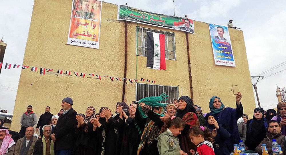 بحضور روسي...درعا تحتفل بالتحاق مئات المسلحين السابقين و(المتخلفين) بصفوف الجيش