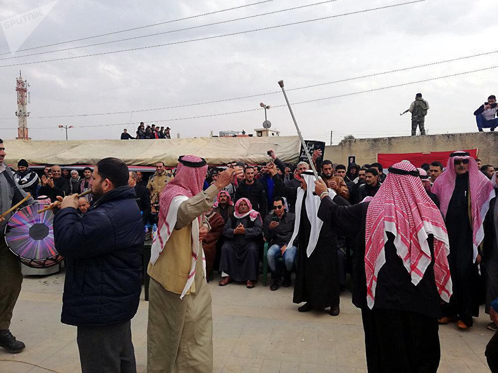 بحضور روسي...درعا تحتفل بالتحاق مئات المسلحين السابقين و(المتخلفين) بصفوف الجيش праздник в Дераа