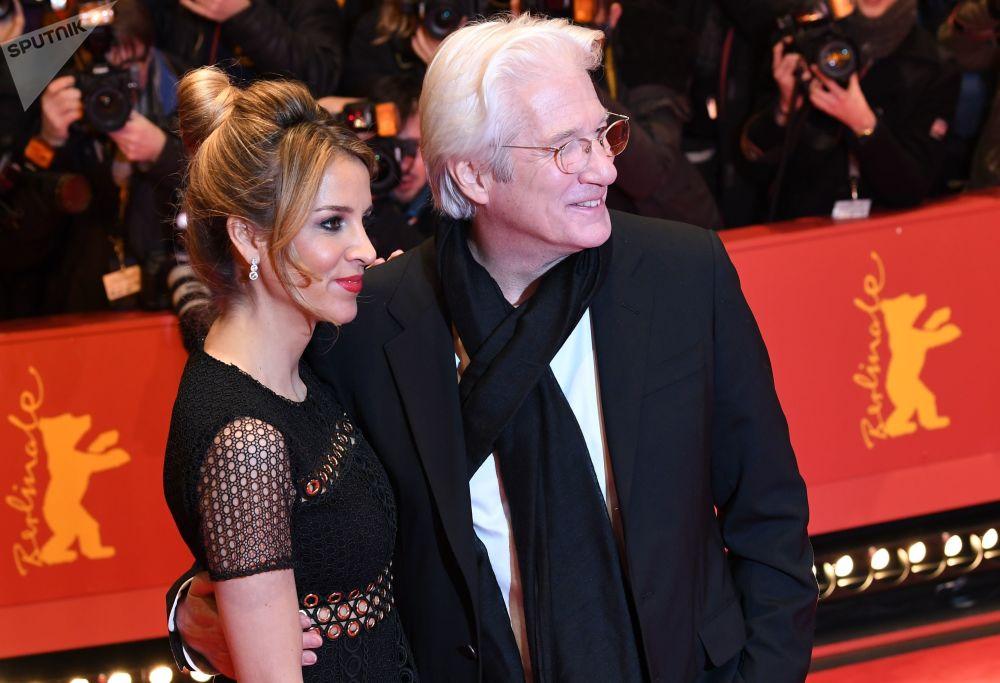 الممثل الأمريكي ريتشارد غير وزوجته ألكسندرا سيلفا فريدلاند