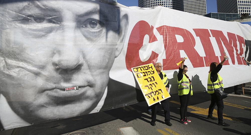 احتجاجات في تل-أبيب، ولافتات مناهضة لرئيس الوزراء الإسرائيلي بنيامين نتنياهو، ضد ارتفاع تكاليف مستوى المعيشة، 14 ديسمبر/ كانون الأول 2018