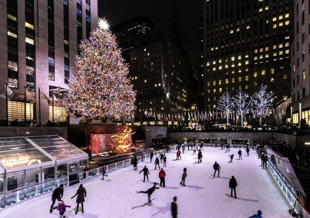 شجرة عيد الميلاد في مركز روكفلر التجاري في مدينة نيويورك، الولايات المتحدة الأمريكية