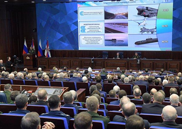الرئيس الروسي فلاديمير بوتين في اجتماع موسع في وزارة الدفاع