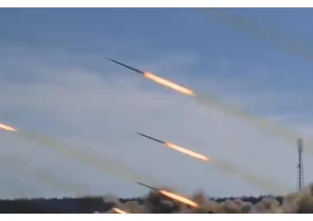 إطلاق وابل صواريخ روسية