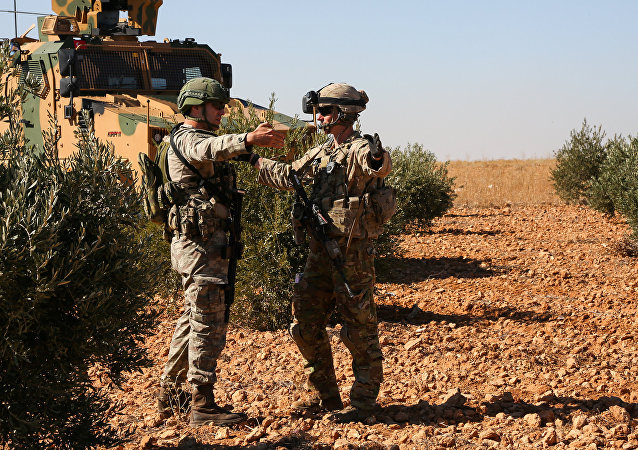 قوات الجيش الأمريكي والتركي خلال جولة تفقدية مشتركة خارج منبج، سوريا 1 نوفمبر/ تشرين الثاني 2018
