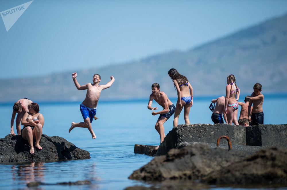 السياحة بحيرة نوفي سفيت في القرم