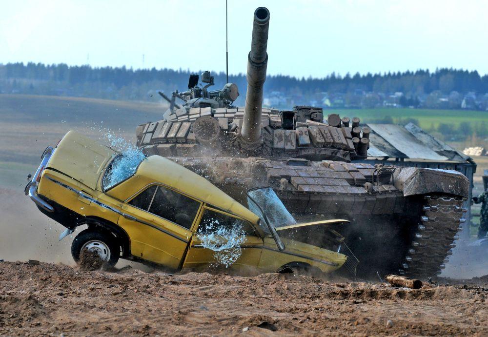 عرض لـ بياتلون الدبابات - 2018 في ميدان لينيا ستالينا (خط ستالين) في بيلاروسيا