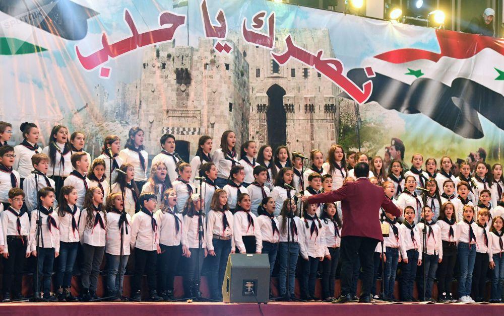 جوقة أطفال في الاحتفال بالذكرى الثانية لتحرير حلب من المسلحين