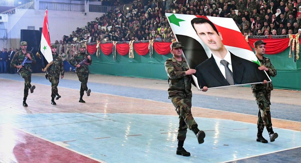 جنود الجيش السوري في الاحتفال بالذكرى الثانية لتحرير حلب من المسلحين