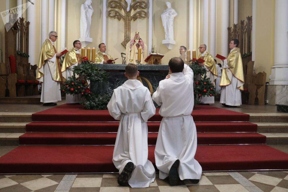 الاحتفال بعيد الميلاد الكاثوليكي في موسكو