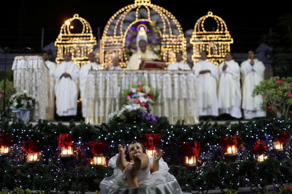 قداس عيد الميلاد في كنيسة سانت ماري الكاثوليكية في دبي