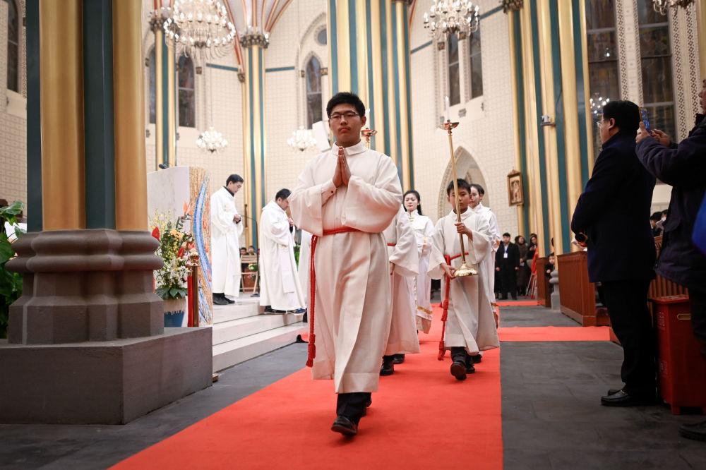 الكهنة الكاثوليك الصينيين في قداس عيد الميلاد في بكين
