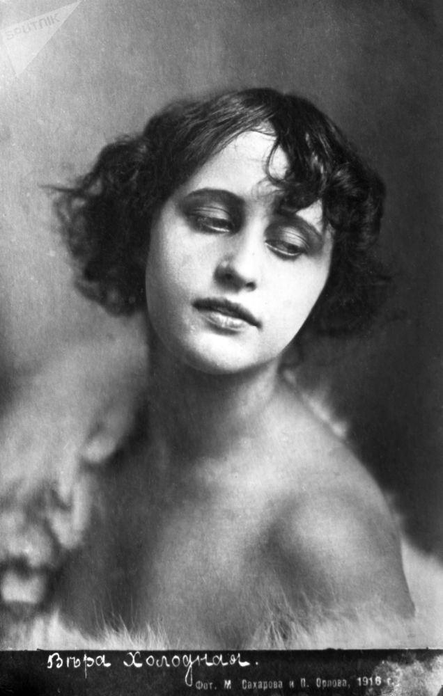 ممثلة السينما الصامتة، الروسية فيرا خولودنايا، عام 1916