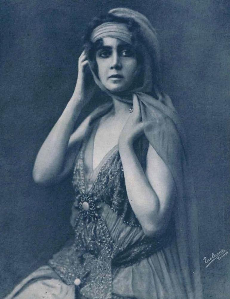 الممثلة البولندية والألمانية والإيطالية للسينما الصامتة إيلينا ماكوفسكايا، عام 1916