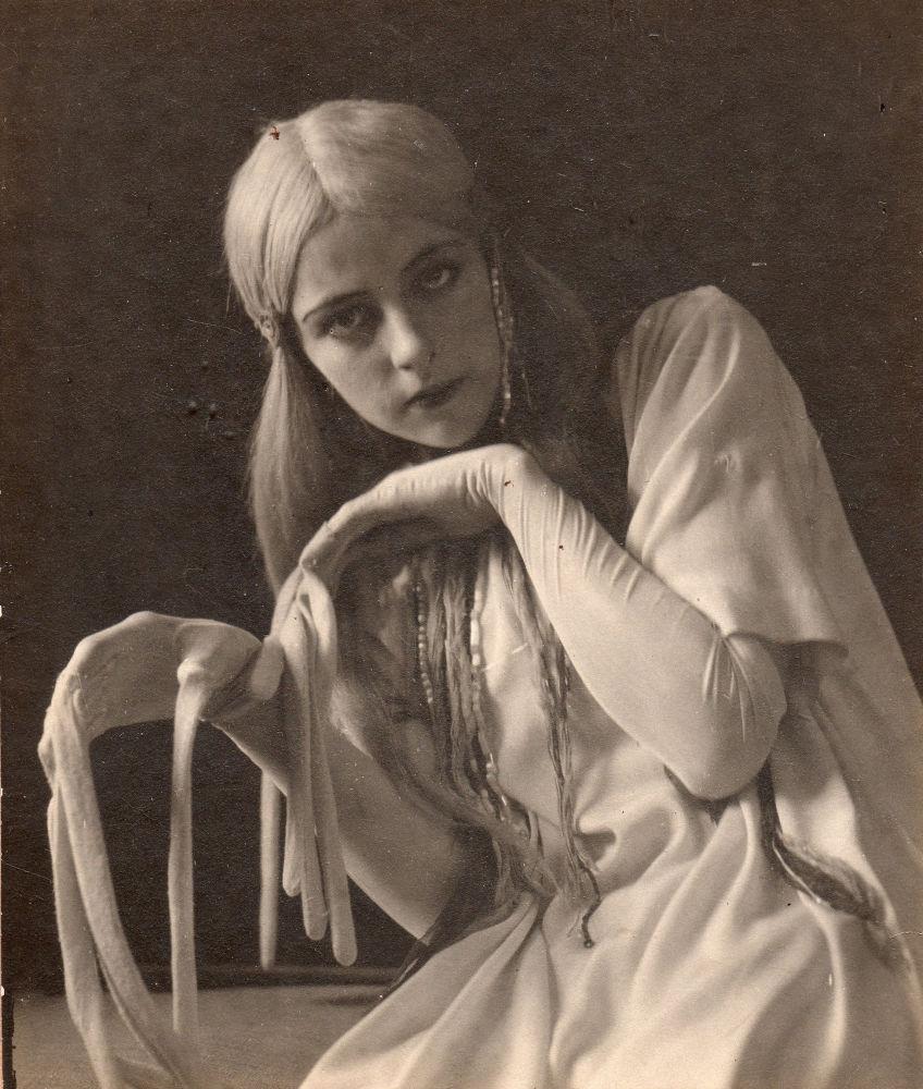 الممثلة الروسية للسينما الصامتة الكسندرا ريبيكوفا، عام 1908