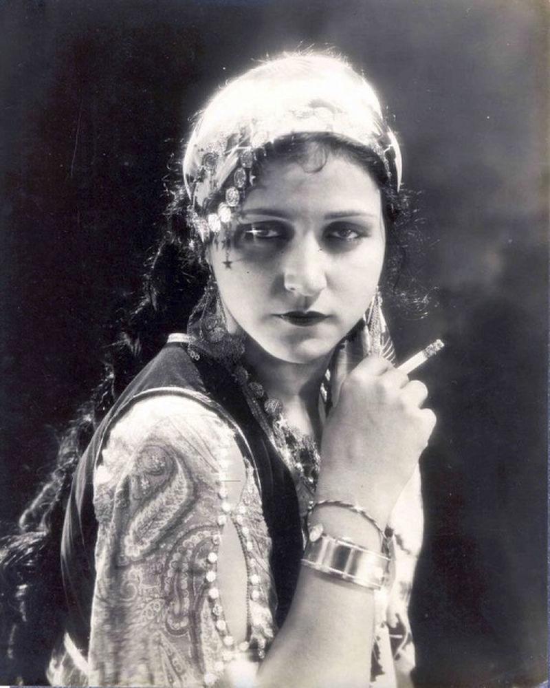 نجمة السينما الهندية الصامتة، روبي مايرز، عام 1933
