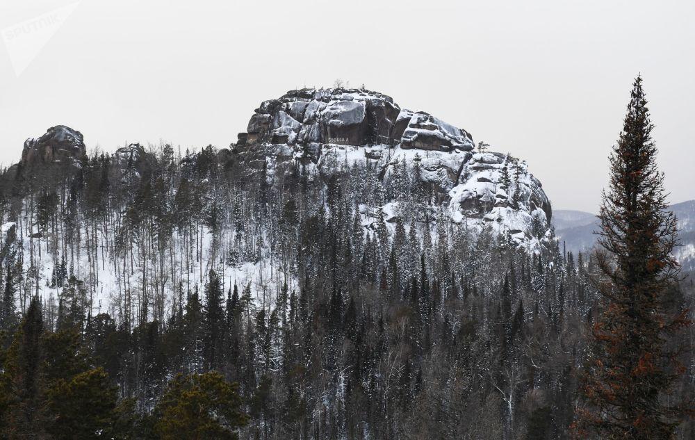 سلسلة صخرية في المحمية الطبيعية الروسية ستولبي، بالقرب من مدينة كراسنويارسك