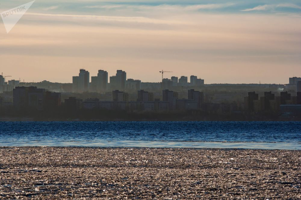 إطلالة على مدينة بيتروزوفودسك الروسية وبحيرة أونيغا