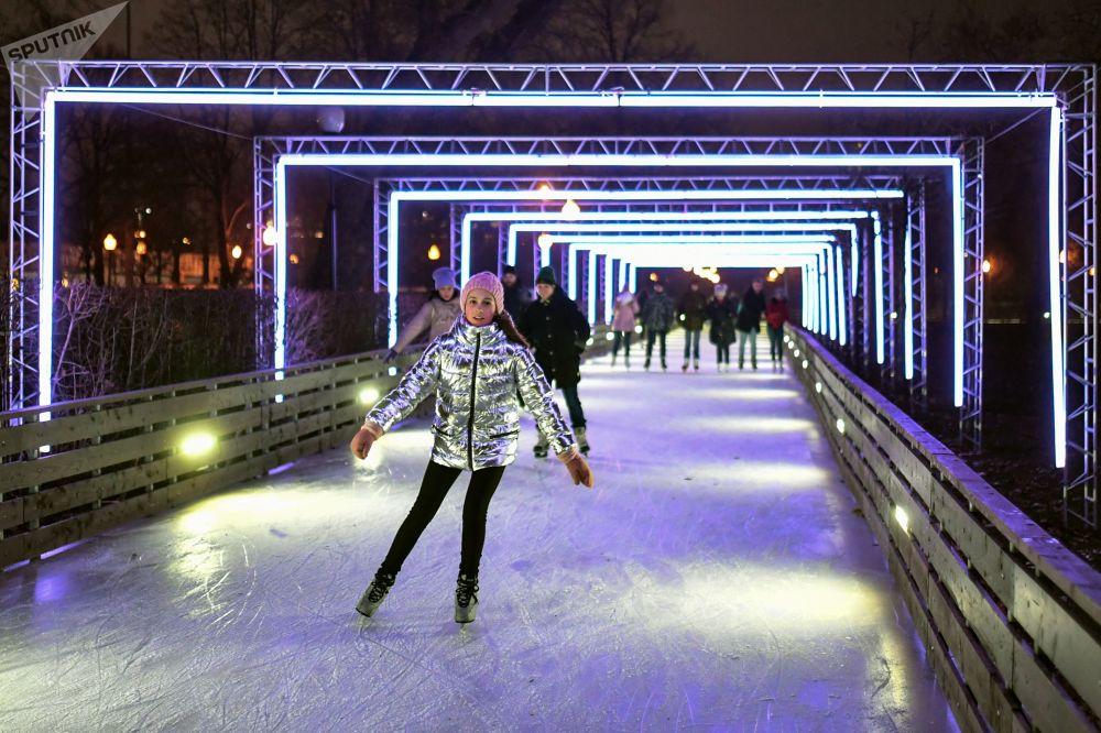 افتتاح حلبة التزلج في حديقة غوركي في موسكو