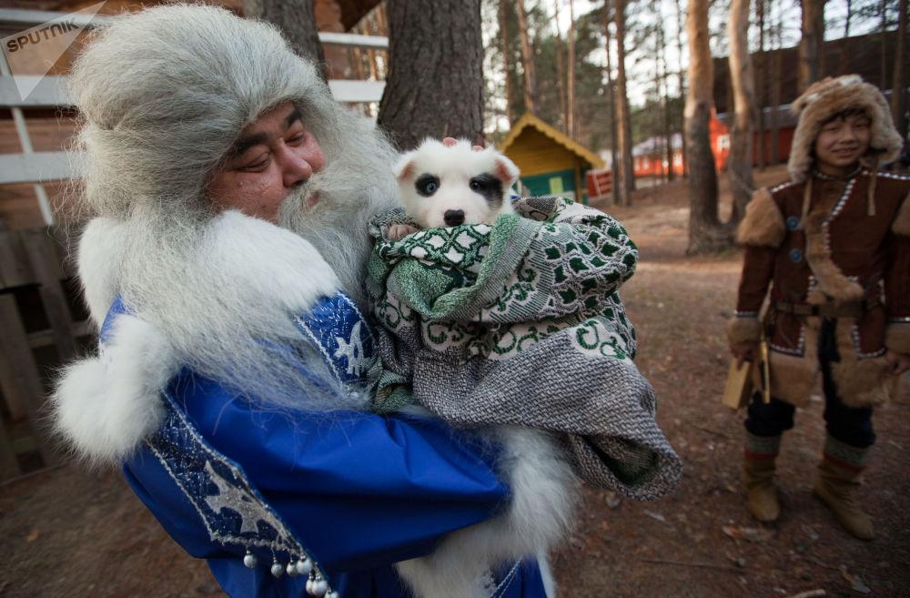 الاحتفال بعيد رأس السنة في فيليكي أوستيوغ، منطقة فولوغدا الروسية