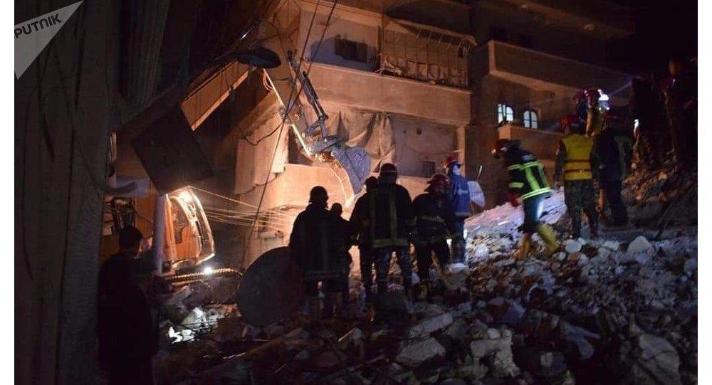 بانهيار مبنى سكني بحي الصالحين في حلب