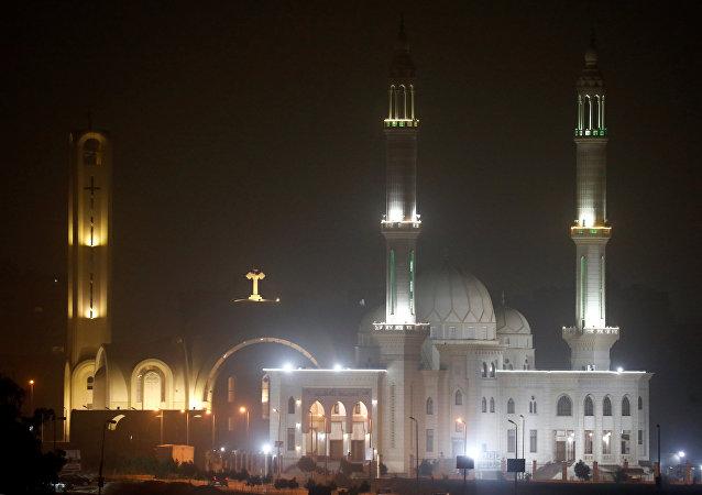 كنيسة وجامع في قلب القاهرة