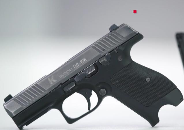 مسدس بي إل-15