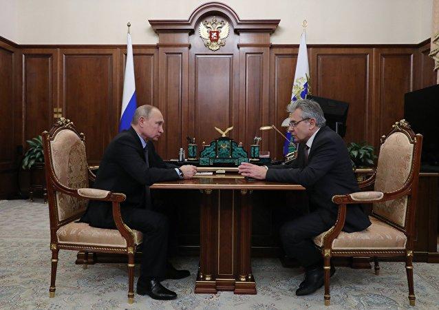 الرئيس الروسي فلاديمير بوتين، خلال لقائه رئيس الأكاديمية الروسية للعلوم، ألكسندر سيرغييف، 9 يناير/ كانون الثاني 2019