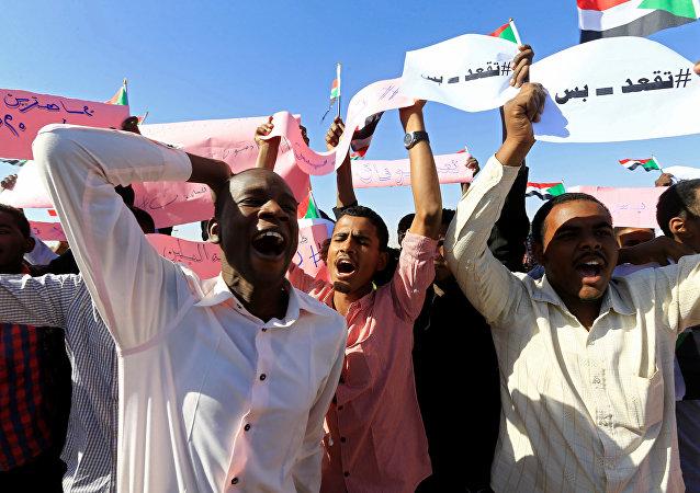 احتجاجات في السودان - مسيرات مؤيدة للرئيس السوداني عمر البشير في الخرطوم، 9 يناير/ كانون الثاني 2019