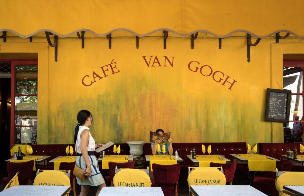 مقهى فان غوخ في مدينة أرل، فرنسا