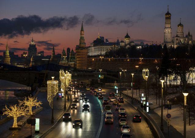 مدينة موسكو في فصل الشتاء 2019 - ضفة الكرملين على نهر موسكو