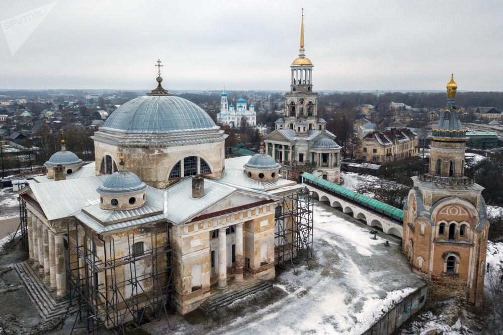 مجمع لدير بوريسوغليبسكي في مدينة تورجوك، في منطقة تفير الروسية