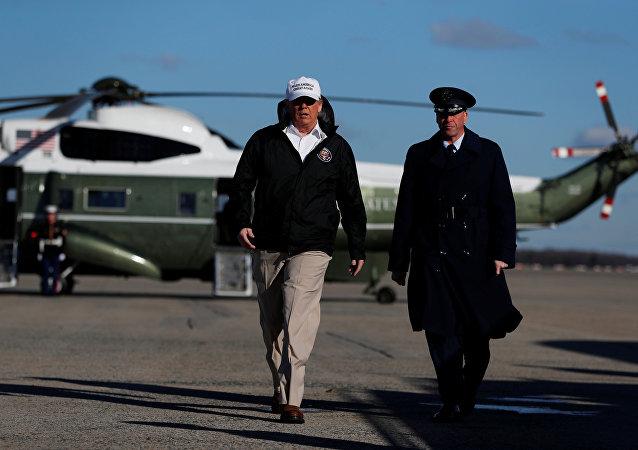 الرئيس الأمريكي دونالد ترامب في زيارة إلى منطقة الحدود الجنوبية للولايات المتحدة في ولاية تكساس من قاعدة أندروز المشتركة في ولاية ماريلاند