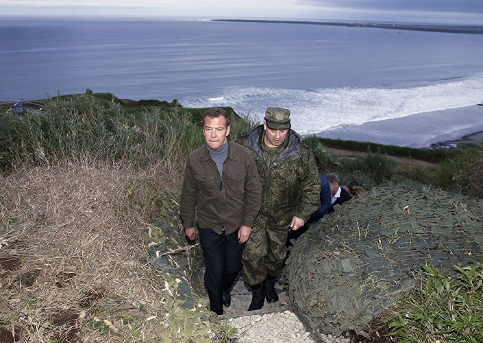 رئيس الحكومة الروسية دميتري ميدفيديف يزور جزر الكوريل. 22 أغسطس/آب 2015.