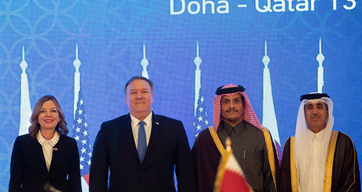 وزير الخارجية الأمريكي مايك بومبيو مع نظيره القطري الشيخ محمد بن عبد الرحمن، خلال الجولة الثانية من الحوار الاستراتيجي في العاصمة القطرية الدوحة