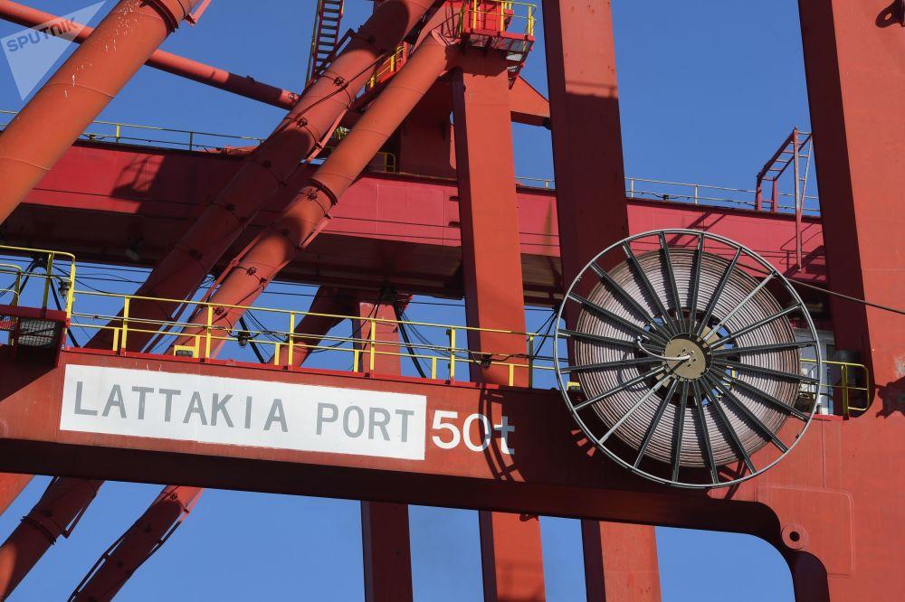 رافعات في ميناء اللاذقية