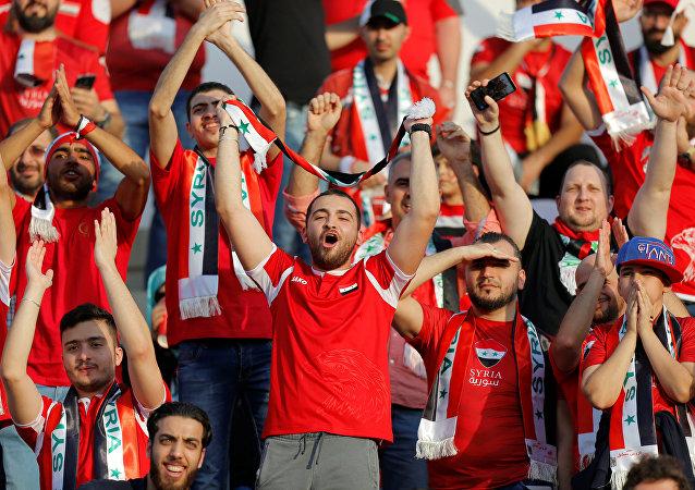 جماهير المنتخب السوري في إطار بطولة كأس أمم آسيا 2019، في ملعب الشيخ خليفة، العين، الإمارات العربية المتحدة، 15 يناير / كانون الثاني 2019