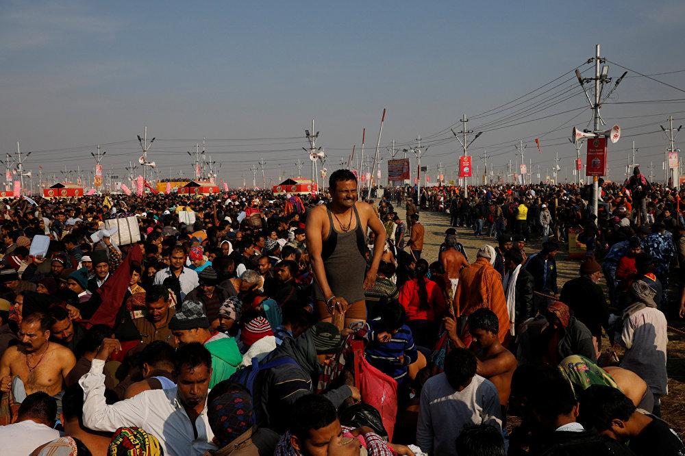 جانب من احتفالات مهرجان ماها كومبه ميلا