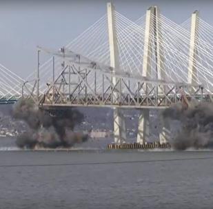 هدم جسر تابان زي في نيويورك