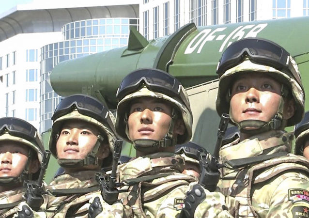 أفراد قوات الصواريخ الصينية
