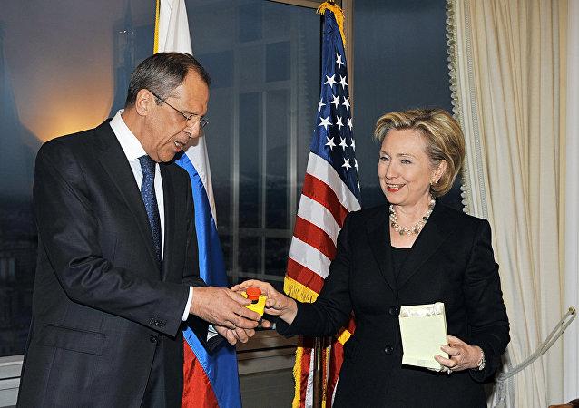 لقاء جمع وزير الخارجية الروسي وهيلاري كلينتون في جنيف لإعادة العلاقات الثنائية