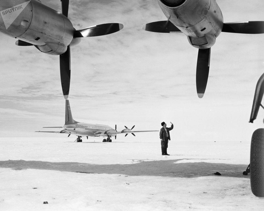 الطائرات السوفيتية في أنتاركتيكا، عام 1962