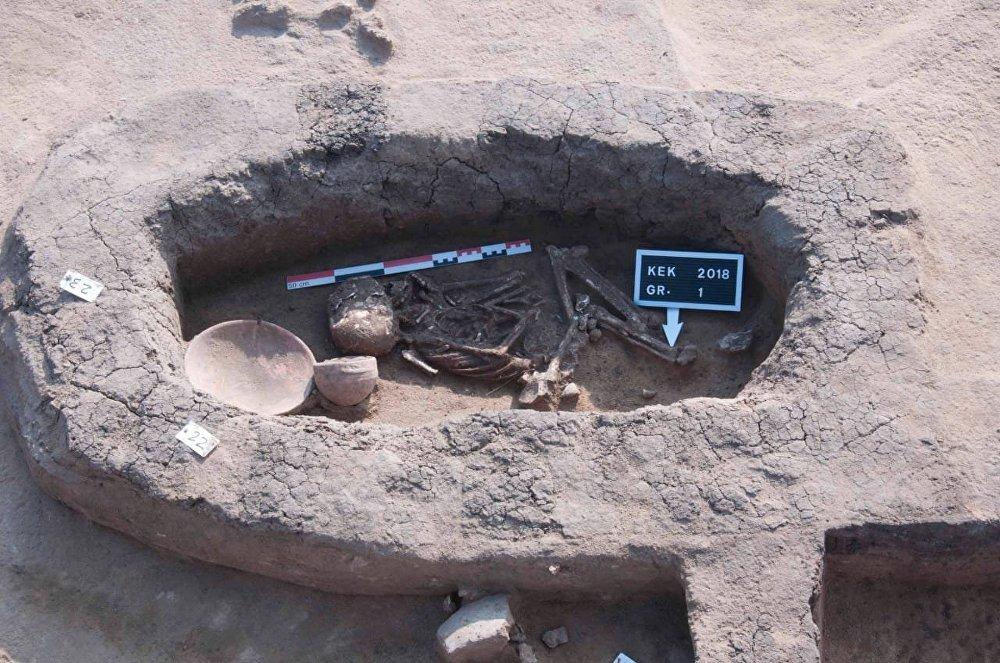 مجموعة من المقابر ترجع إلى عصر الانتقال الثاني أو فترة الهكسوس