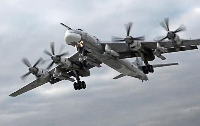 مقاتلات يابانية ترافق الطائرات الروسية