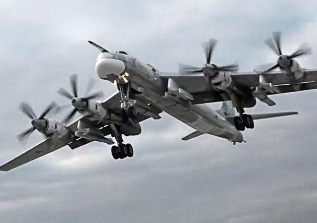 تو-95 تطلق صواريخ خي-101 في سوريا