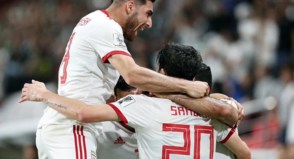 فرحة لاعبي إيران خلال مباراة دور الثمانية مع الصين في بطولة كأس آسيا
