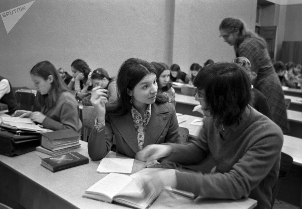 طالبات من الولايات المتحدة الأمريكية في جامعة موسكو، في سبعينيات القرن الماضي