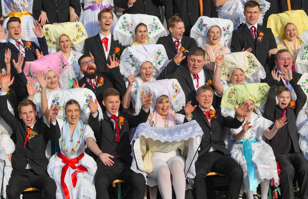 مشاركو المهرجان Zapust  يرتدون أزياء شعبية تقليدية في بورغ، ألمانيا 19 يناير/ كانون الثاني 2019