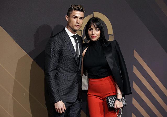 رونالدو وصديقته جورجينا