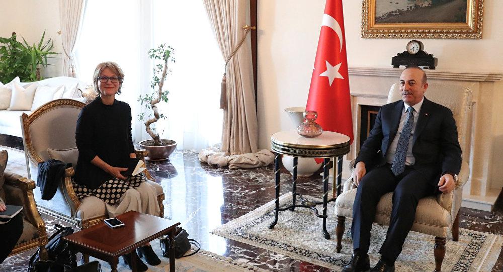 أغنيس كالامارد، مسؤولة الأمم المتحدة التي تقود تحقيقا دوليا في مقتل الصحفي السعودي جمال خاشقجي مع وزير الخارجية التركي