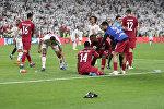 جماهير الإمارات ترمي أحذية على لاعبي قطر بعد مبارة نصف نهائي كأس آسيا 2019